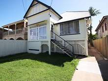 House - 200 Flinders Parade, Sandgate 4017, QLD