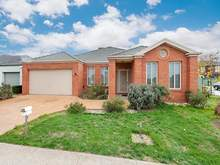 House - 124 Malcolm Creek Parade, Craigieburn 3064, VIC