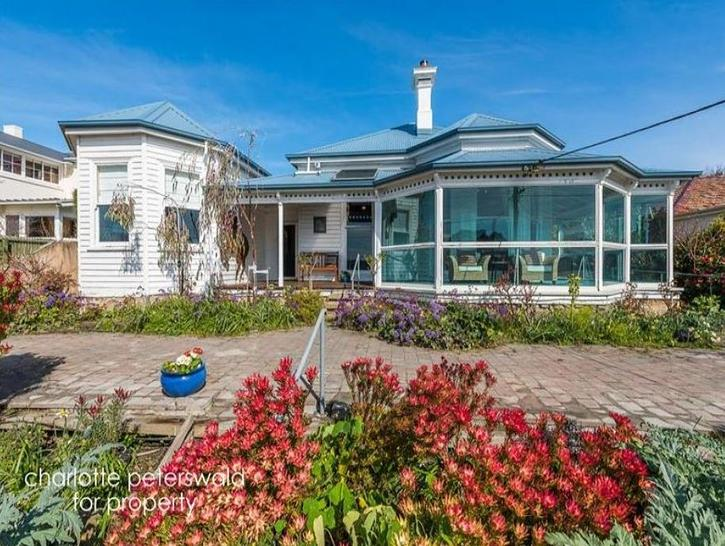 House - 541 Sandy Bay Road,...
