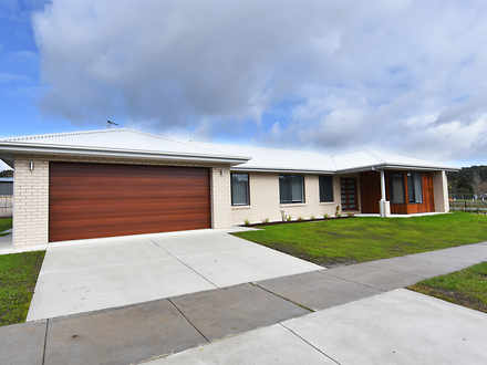 House - 20 Hillview Road, B...