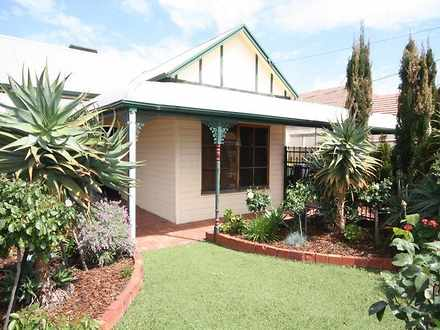 House - 10 Dunstone Road, S...