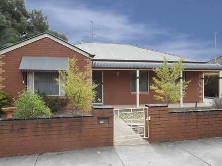House - 1/10 Larritt Street...