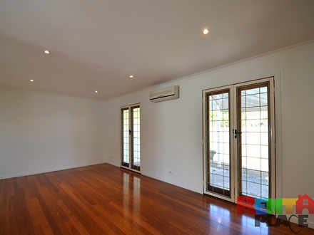 Townhouse - 103B Overend St...