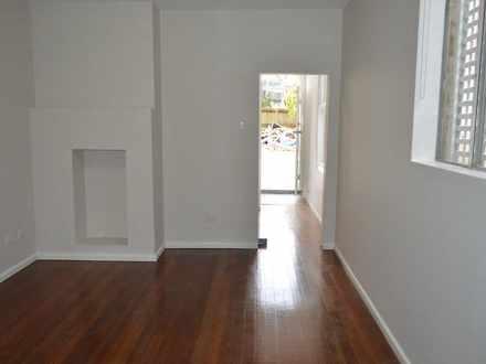 Apartment - 1/244-246 Bront...