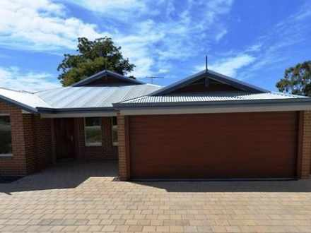 House - Currawong Street, D...