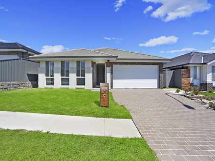 House - 18 Golden Wattle Av...