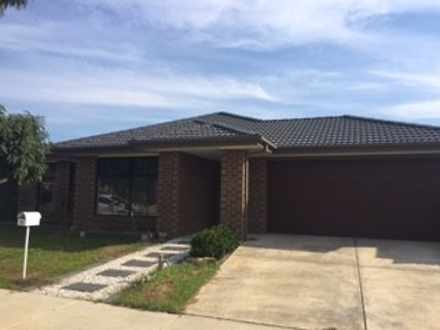 House - 18 Caulfield Drive,...