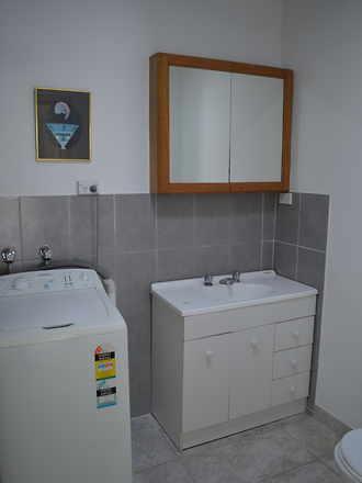 10. bathroom 1510296011 thumbnail