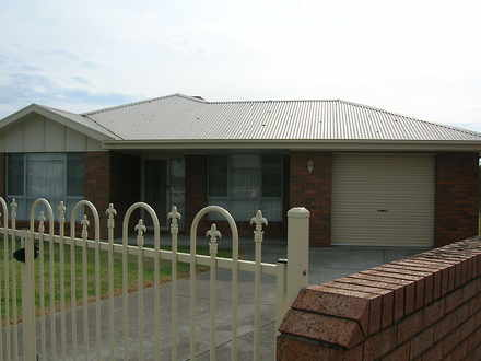 Townhouse - 6 Lindon Court,...