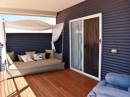 Caf574d2725035d0d38f2ce7 master balcony 3708 59cc59e718412 1590480305 thumbnail