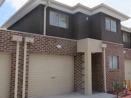 Townhouse - 2/14 Browning S...