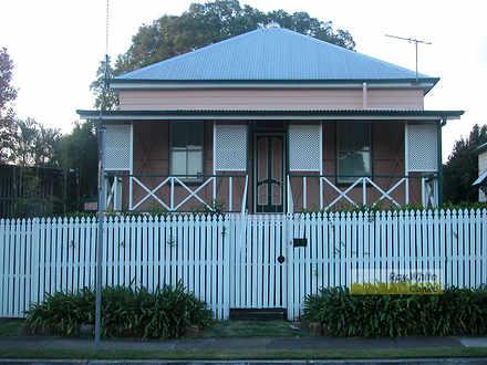 House - 4 Fraser Street, Wo...