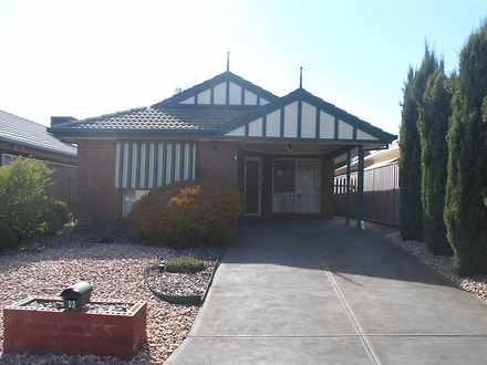 House - 9 Bluebush Court, C...