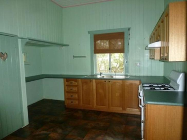 2154557468130ce55380fd27 2142 kitchen 1511500962 primary