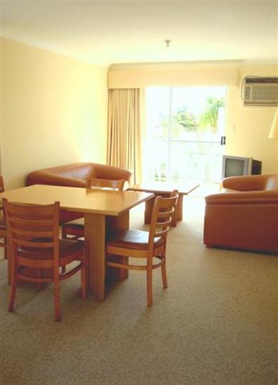 D9ad76f1945beedaaeaf41ac 4919 dining loungesmall 1516853833 primary
