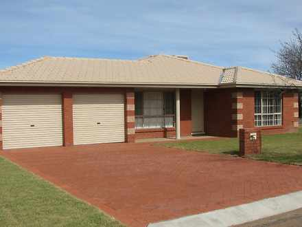 House - 67 Quarry Road, For...