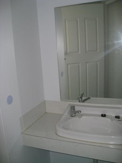3510deed39e50be9a3a80778 1440745165 15402 bathroom2 1521181370 primary