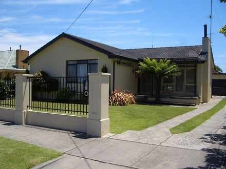 House - 10 Heather Grove, T...