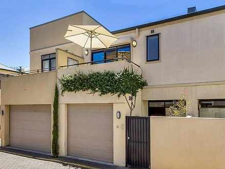 Townhouse - 11-211 Gilles S...