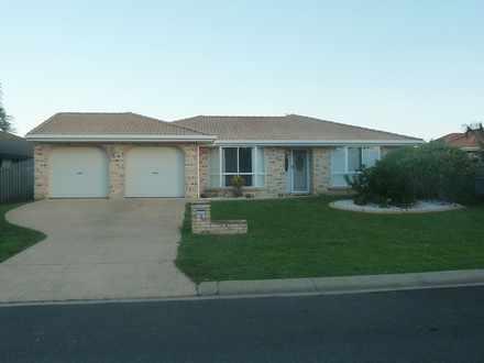 House - 3 Broadwater Close,...