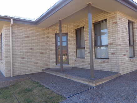 House - 1/8 Lindon Crescent...