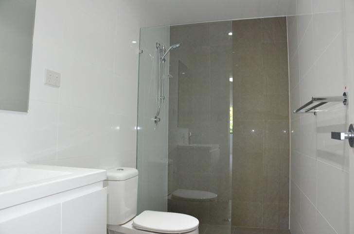 F3b449daae4e26e3ecad74fe 1432255889 23810 bathroom 1529547597 primary