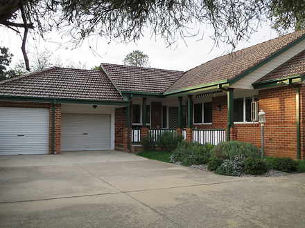 House - 15B Chisholm Street...