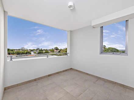 13531f1a309965106b57f0c9 7044 balcony 1584644906 thumbnail