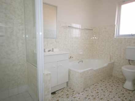 C14b4b3fde2e5f6ff1c300b3 19818 bathroom 1533179866 thumbnail
