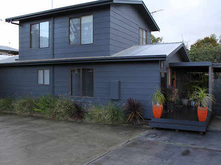House - 10 Bayview Drive, C...