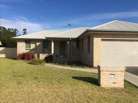 House - 14 Kingfisher Drive...