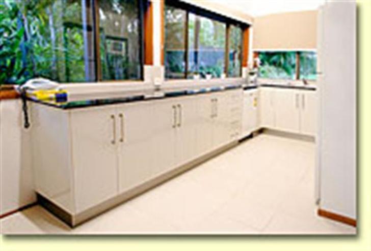 F5ca40e0c62106879361722e 9684 bluefin interior kitchensmsmall 1534901083 primary