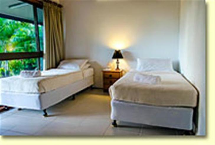 1e7647cfc05623fe609b5eef 7467 bluefin interior bed1smsmall 1534901087 primary