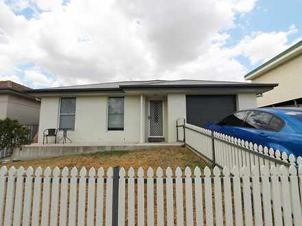House - 44A Commonwealth St...