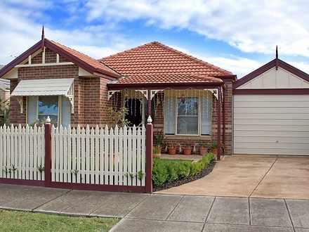 House - 32 Lindsay Crescent...