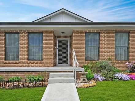 House - 8 / 57 Rosemont Ave...