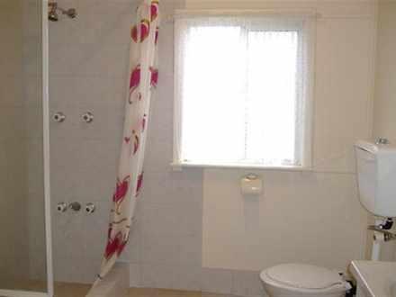 839e9055d7d658c346775b7d 27676 bathroomlarge 1544782798 thumbnail