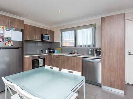Apartment - 98 / 6 Walsh Lo...