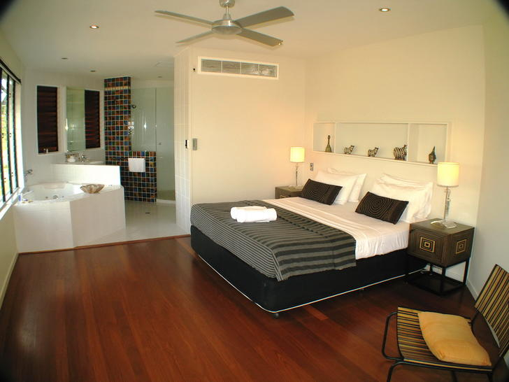 5 master bedroom to spa 1549063895 primary