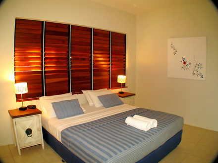 7 downstairs king bedroom 1549063896 thumbnail
