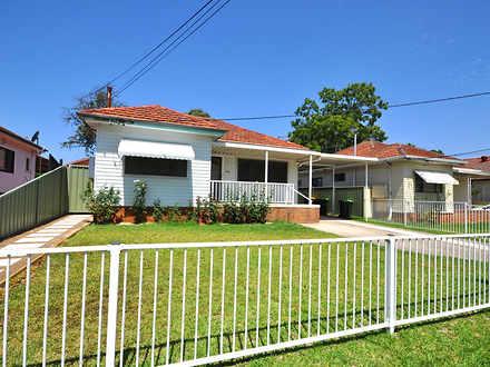 House - 1/41 Strickland Str...