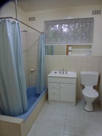 6b867834df029e21b3e9e360 10345 bathroom 1585196103 primary