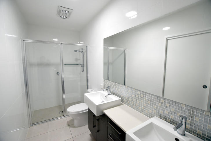 2c5485b7cc4bed3a42626ae2 21784 8iris bathroom11 1589243536 primary