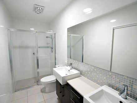 2c5485b7cc4bed3a42626ae2 21784 8iris bathroom11 1589243536 thumbnail