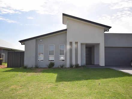 House - 11A Wattlebird Road...