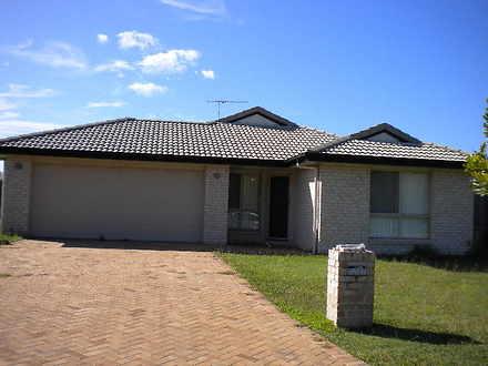 House - Sandstone Point 451...