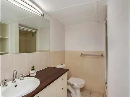 1527051312531mainbathroomsmall 1561425529 thumbnail
