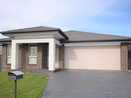 House - 8 Fantail Street, S...