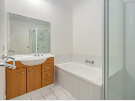 Townhouse - ID:3903169/24 A...