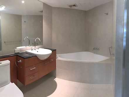 704   master bathroom 1564978349 thumbnail
